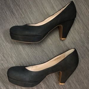 Sasha London Venus black round toe pumps